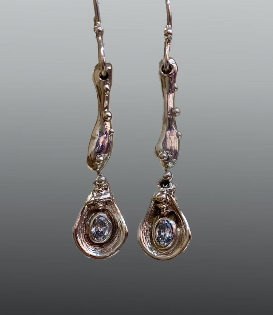14kw gold dangle earrings with oval, brilliant Diamonds